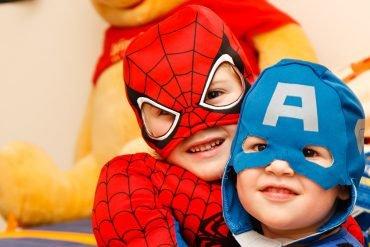 Barn i superhjältedräkt. Grand Challenge projektet