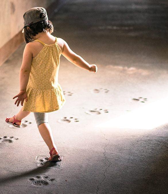 flicka dansar Ny rapport: Systemförändring krävs för att förebygga barnfetma